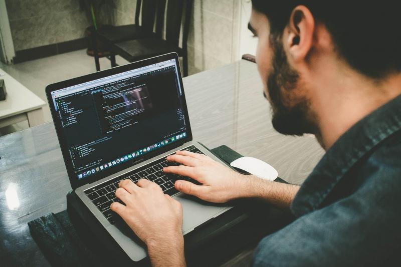 Faire appel à un webdeisgner freelance pour son site web